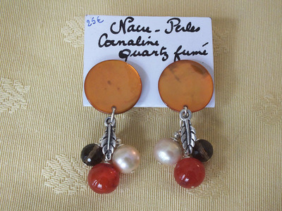 Nacre, perles, cornaline, quartz fumé | 25 €