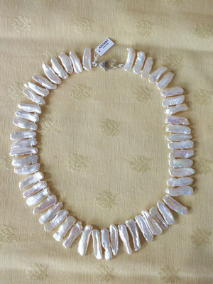Perles de culture très baroques   70 €