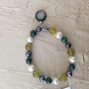 Perles, malachite, serpentine, nacre | 20 €