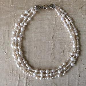 Collier de perles de culture et cristal de Swarovski 3 Rangs avec un fermoir en argent | 80 €