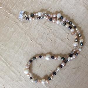 Perles de culture Cristal de Swarovski  Fermoir en argent Collier de 60 cm   35 €